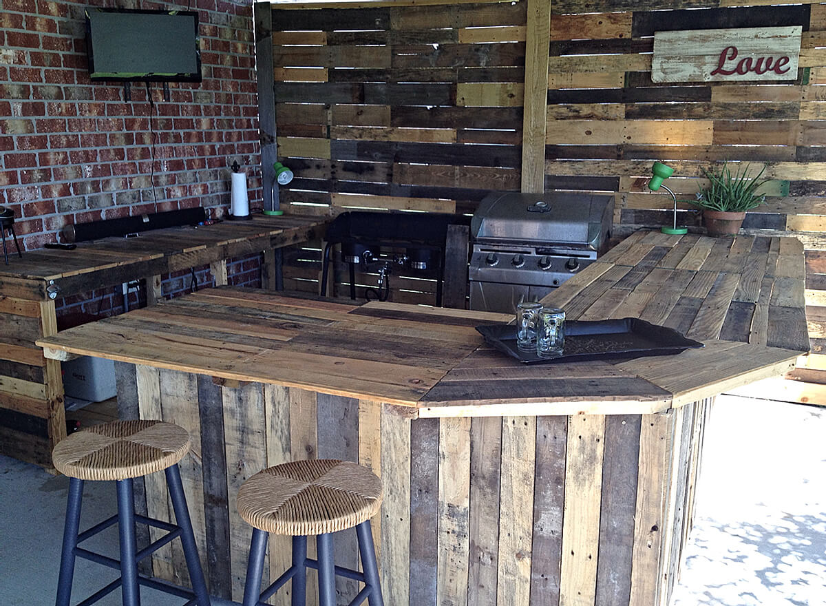 Bon DIY Reclaimed Wood Outdoor Bar