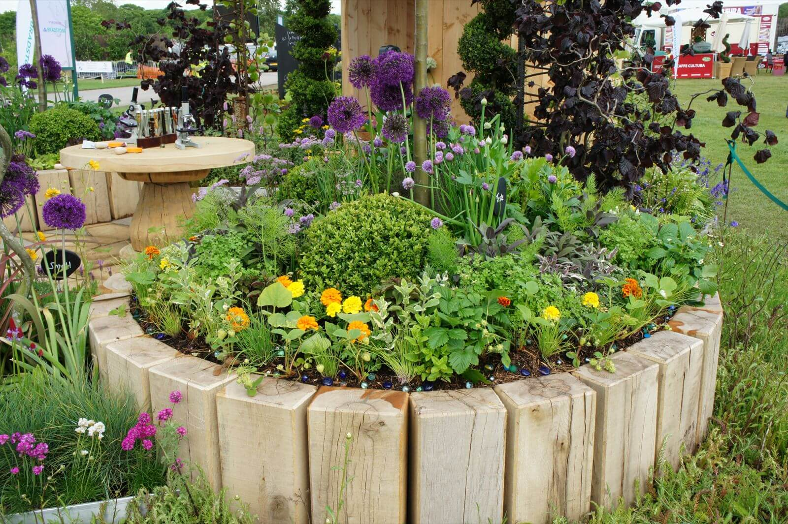 Best 20 Herb Garden Design 2017: 27 Best Flower Bed Ideas (Decorations And Designs) For 2017