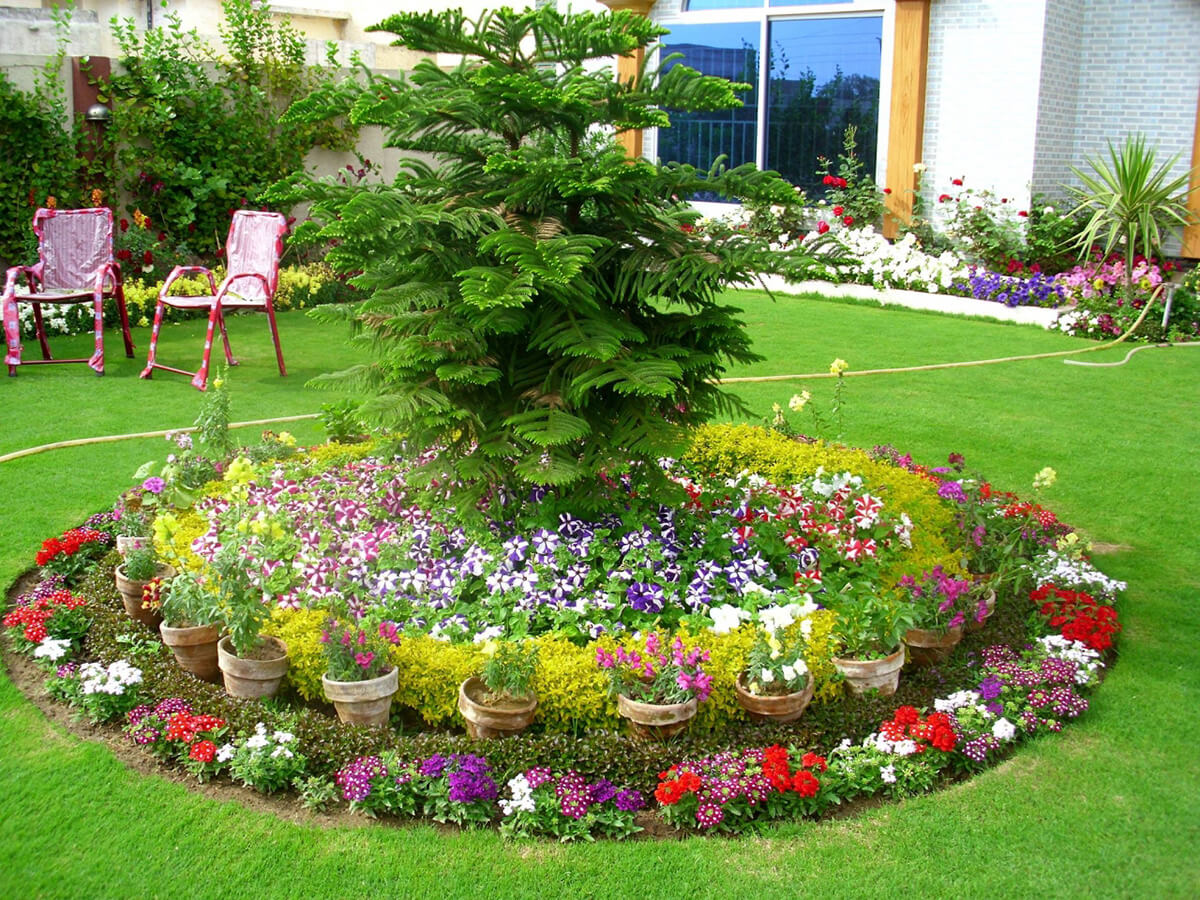 27 best flower bed ideas decorations and designs for 2017 for Round flower bed ideas