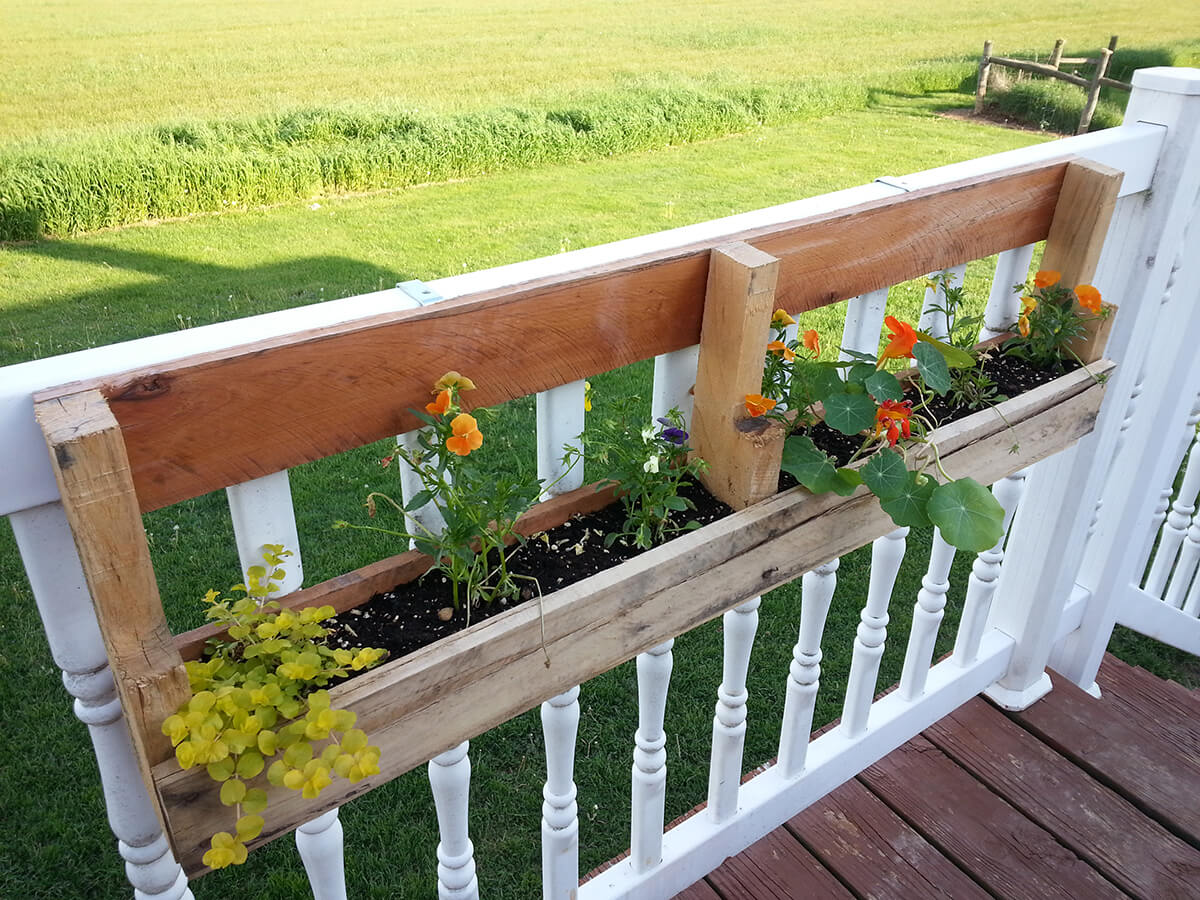 32 best diy pallet and wood planter box ideas and designs for Deck garden box designs