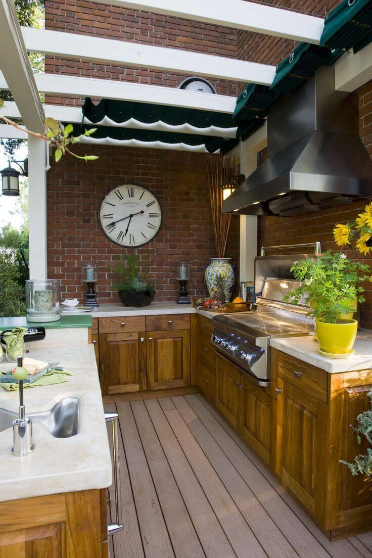 Outdoor kitchen with retractable canopy