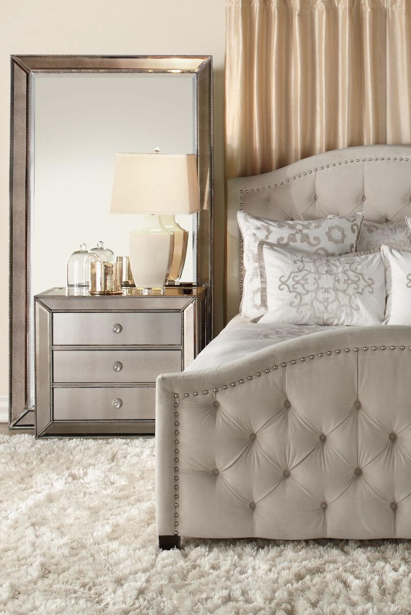 Ordinaire Oversized Mirror And Matching Bedside Table