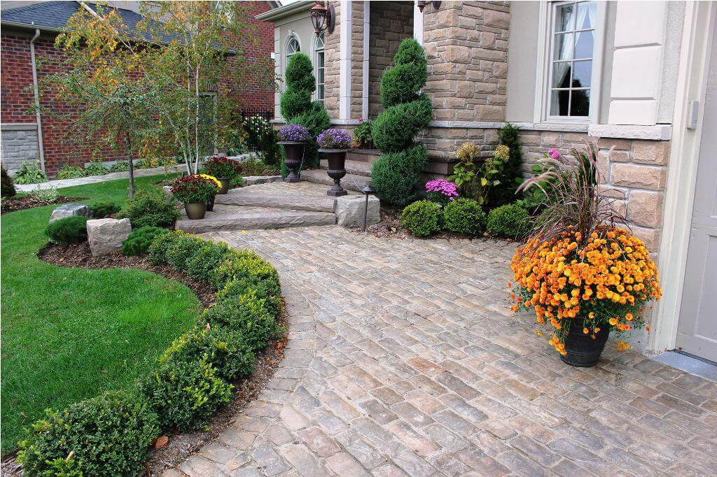 50 best front yard landscaping ideas and garden designs for Colorful front yard landscaping
