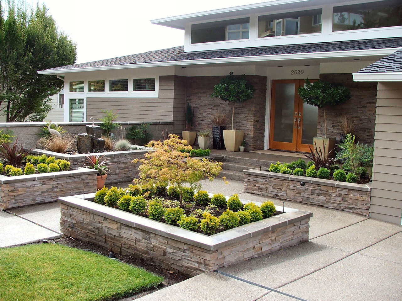 20 brilliant front garden landscaping ideas style motivation for Front lawn garden design