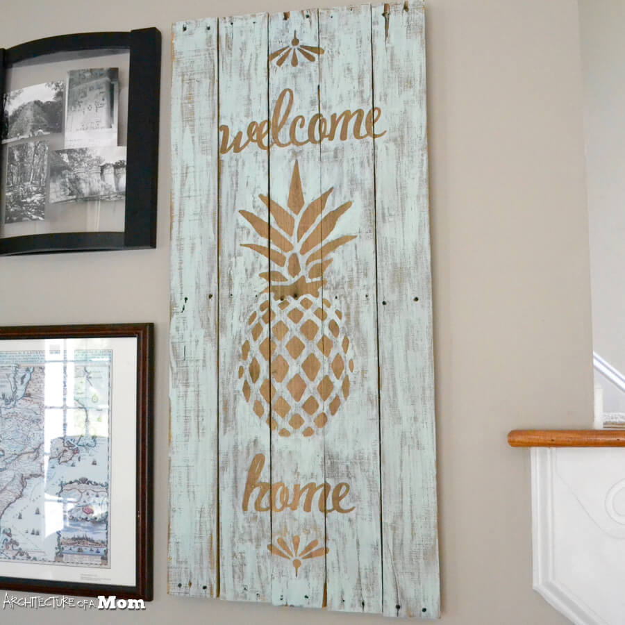 28 Best DIY Pallet Signs (Ideas and Designs) for 2018