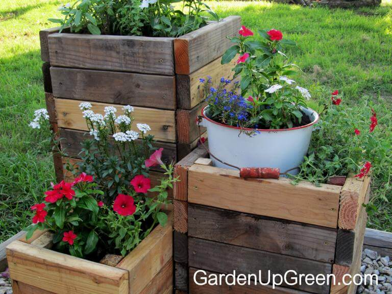 32 best diy pallet and wood planter box ideas and designs for Planter box garden designs