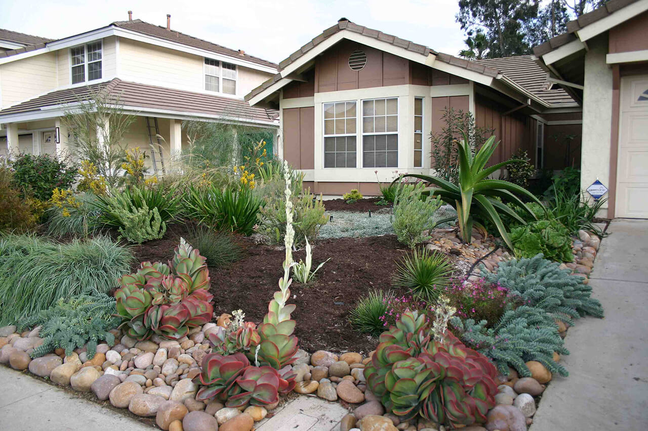 50 Best Front Yard Landscaping Ideas and Garden Designs ... on Front Yard And Backyard Landscaping Ideas id=33757