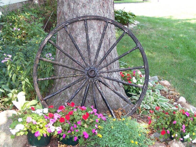 Wagon Wheel Accent