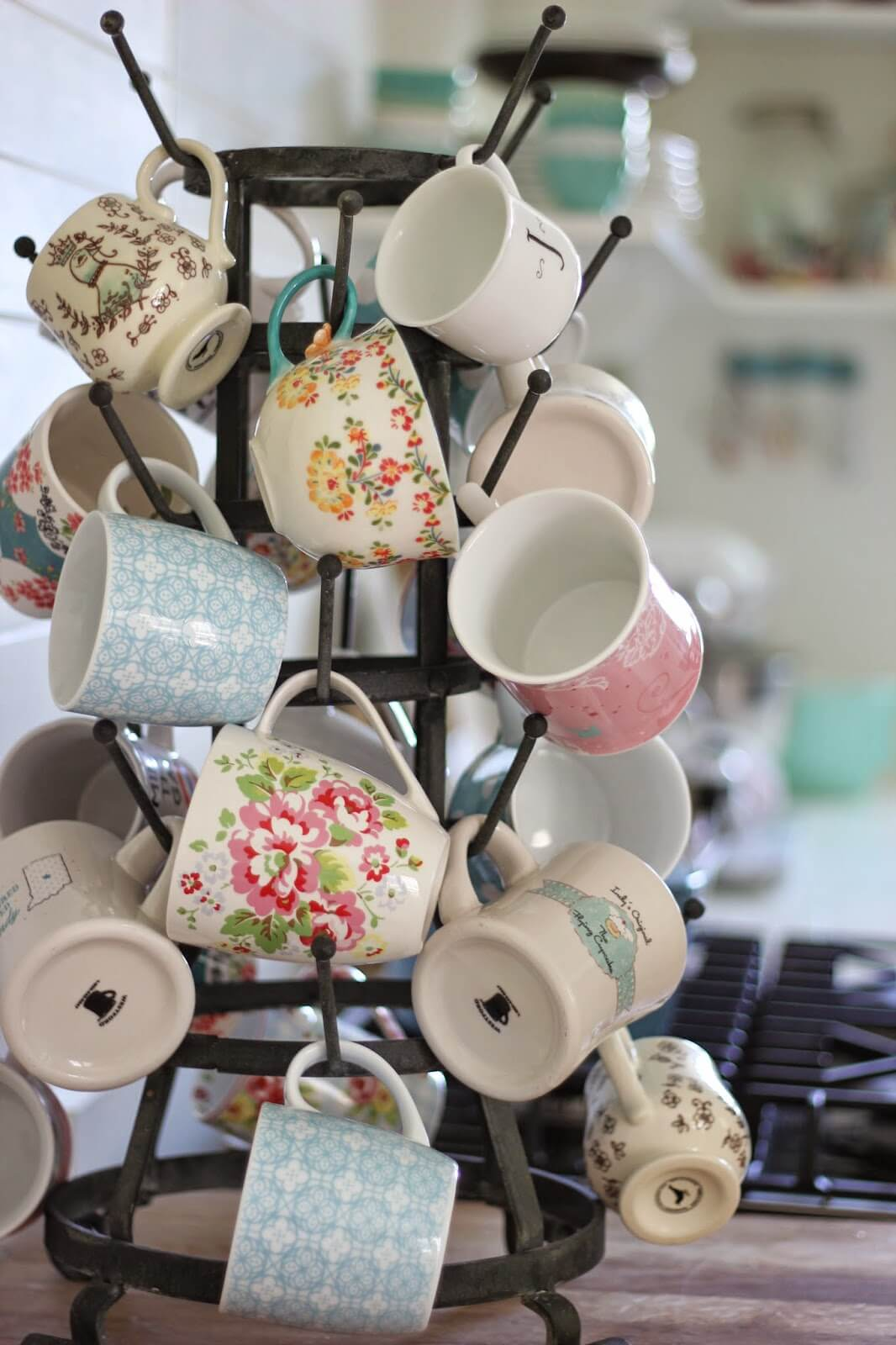 14 Creative DIY Mug Storage and Organization Ideas