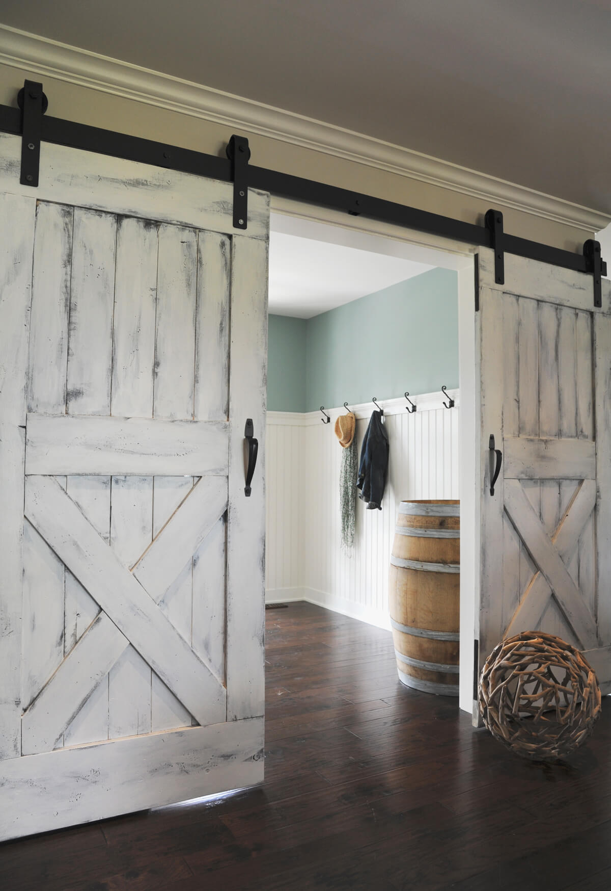 Marvelous Barn Door Ideas Part - 2: Paint It White Sliding Barn Doors