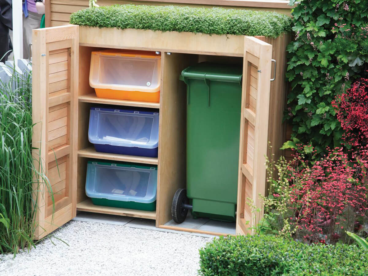 Clever Hideaway Projects for Garden Storage