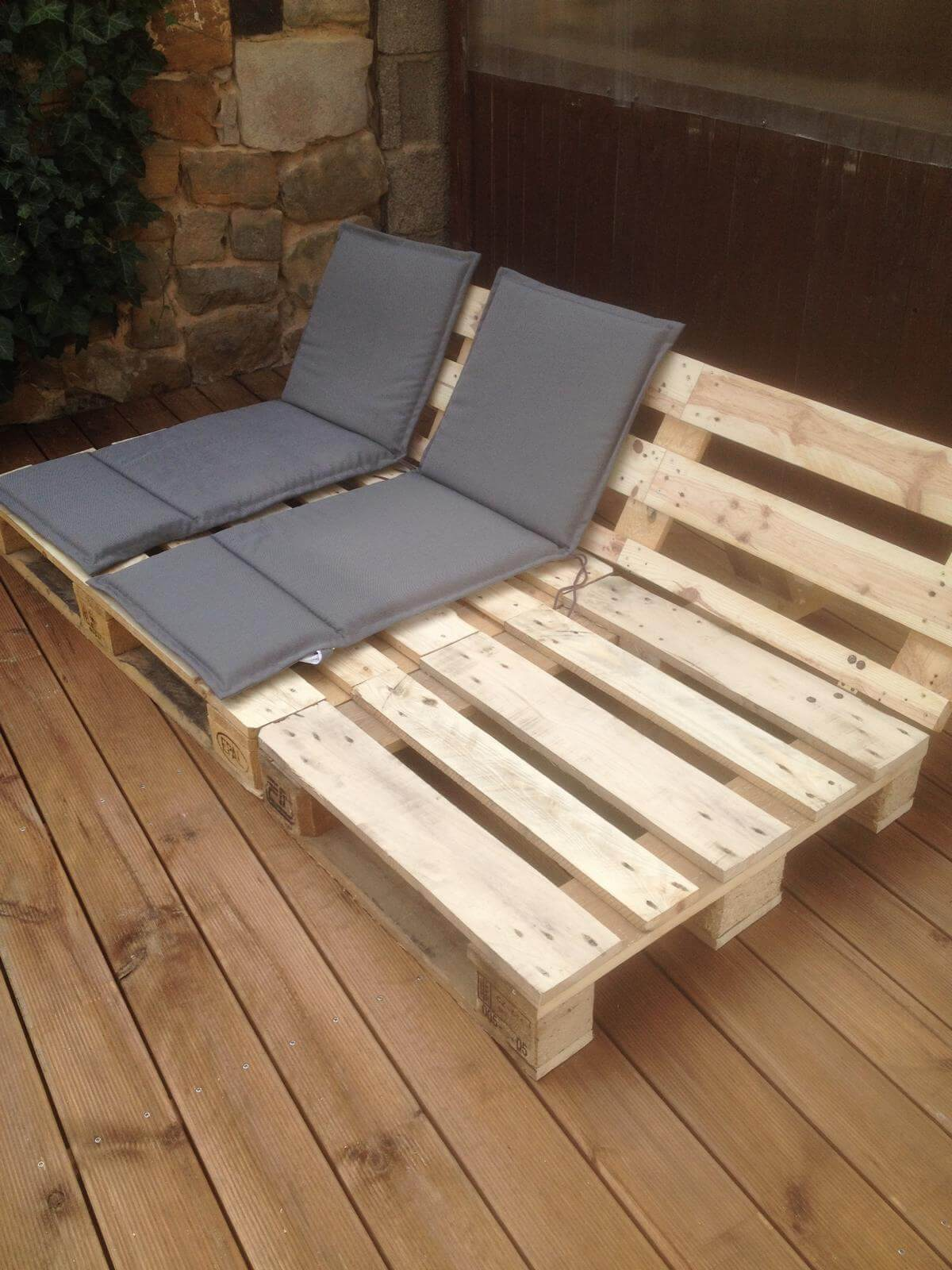 14 amazing diy pallet furniture for practical outdoor for Outdoor deck furniture ideas