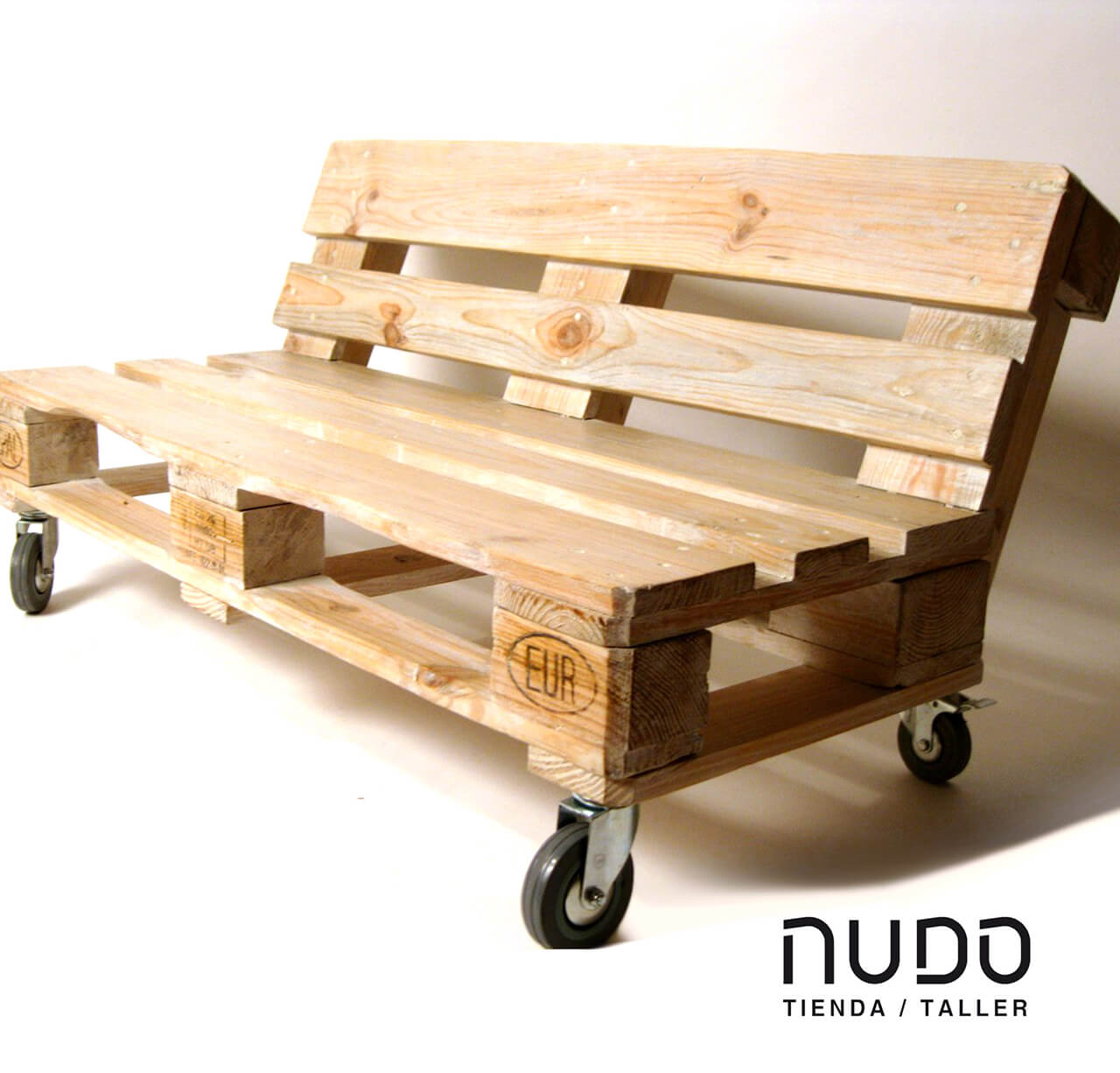 Pallet Bench Ideas Part - 17: Outdoor Pallet Furniture Ideas With Wheels For Moving