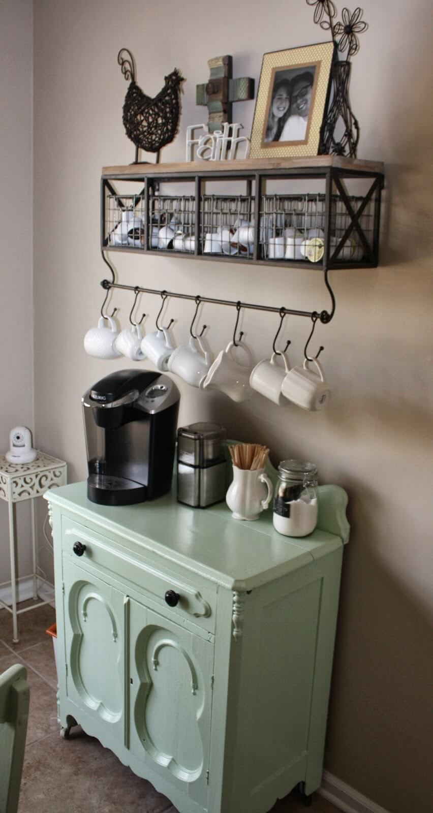 Country-style Wire Storage Crates and Mug Hanger