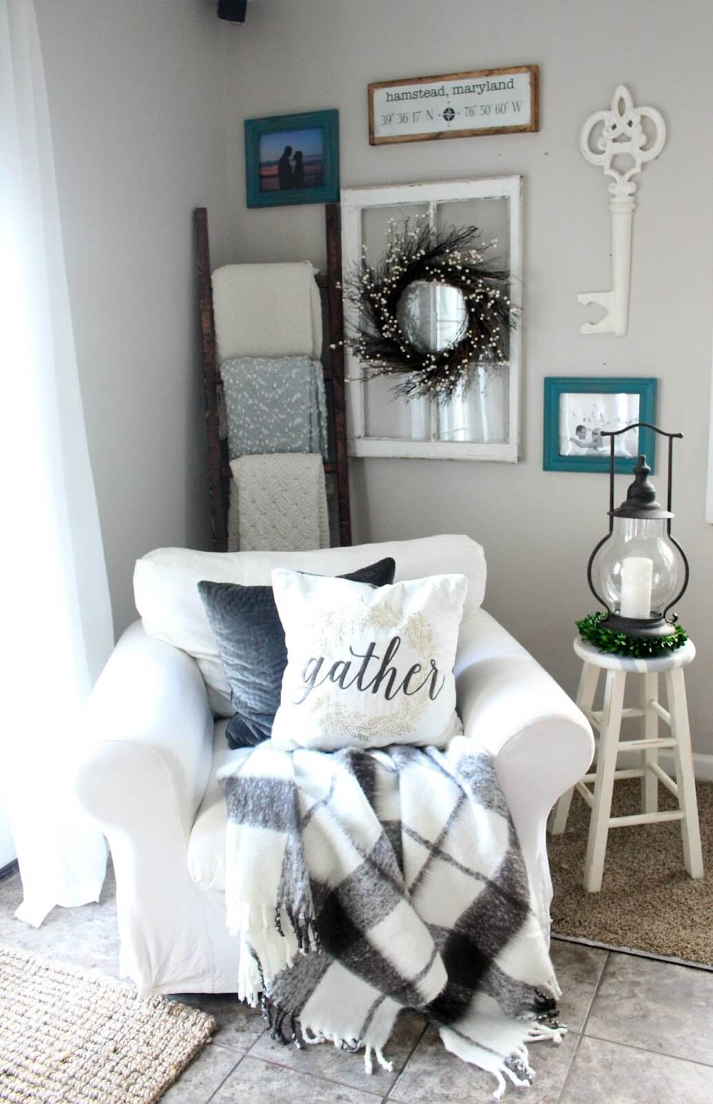 Farmhouse living room chairs - 15 Cozy Armchair And A Corner Quilt Display