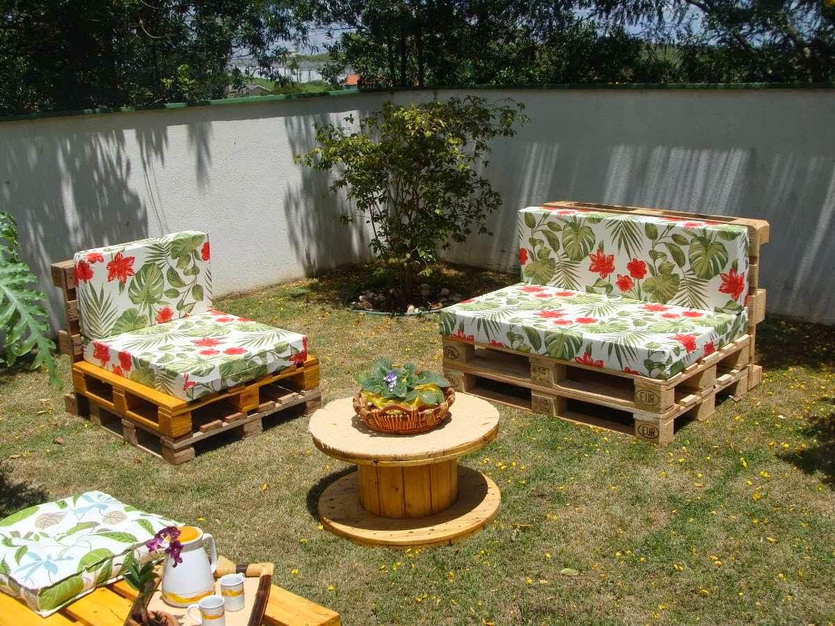 14 amazing diy pallet furniture for practical outdoor for Patio furniture pictures ideas