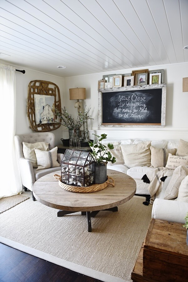 35 best farmhouse living room decor ideas and designs for 2017 for Lounge area decor ideas