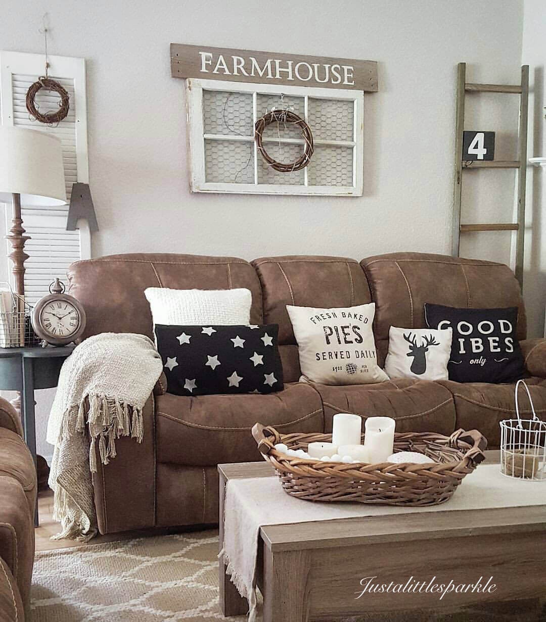 35 Best Farmhouse Living Room Decor Ideas and Designs for 2018