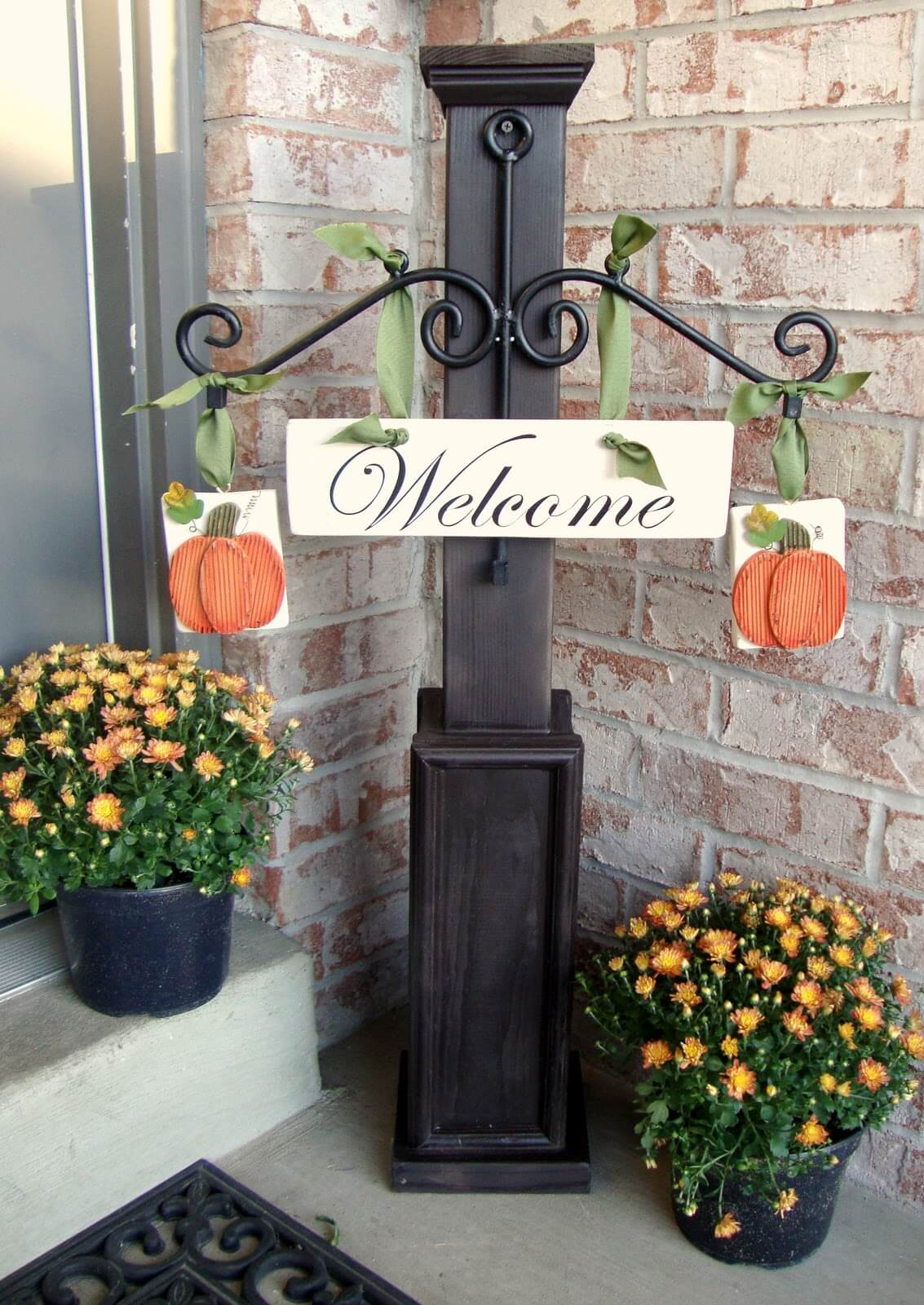 Autumn Welcome Sign Display and Mums