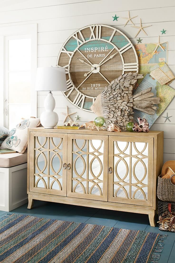 A Seashore-Inspired Wall for a Beach House