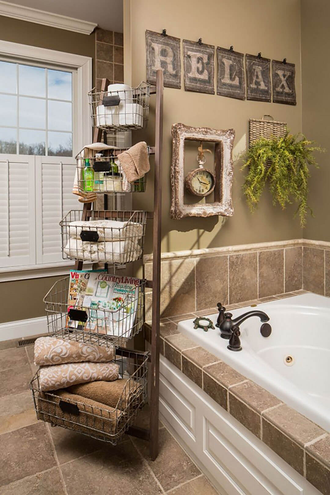 Newsstand Style Towel & Toiletries Rack