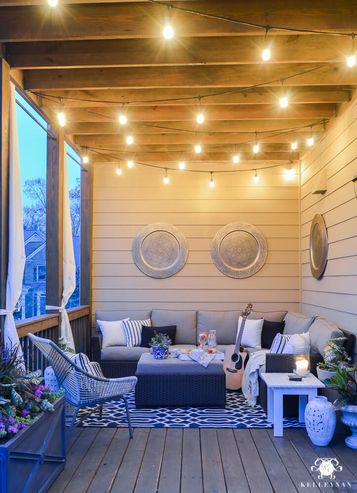 Modern Porch Seating and Geometric Rug