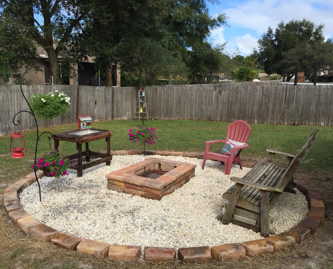 28 best round firepit area ideas and designs for 2017 for Backyard rock fire pit ideas