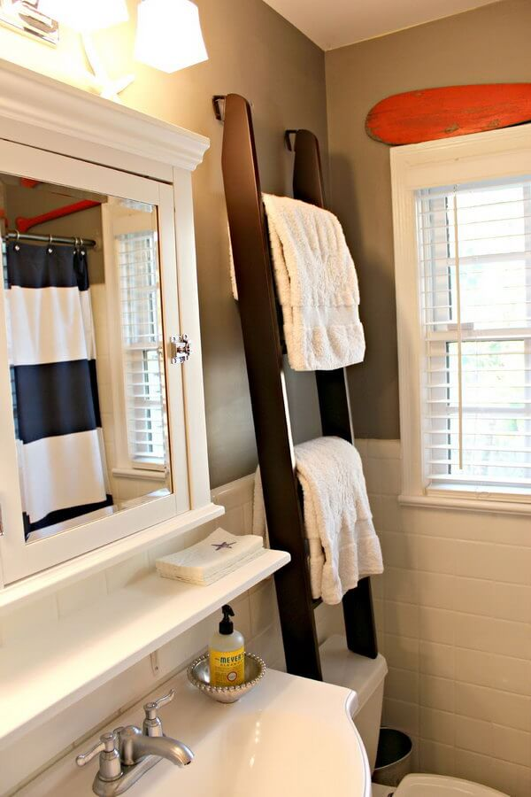 Workman's Ladder Wooden Towel Holder