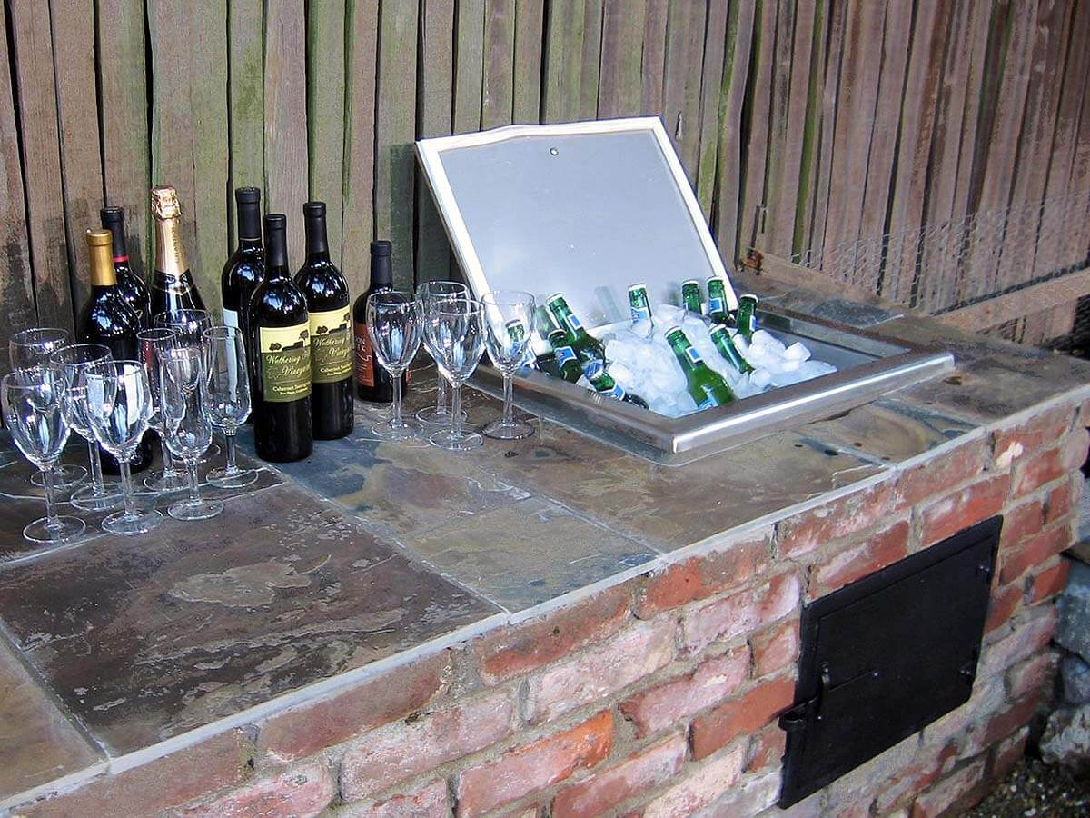 32 best diy outdoor bar ideas and designs for 2017 for Diy outdoor bar top