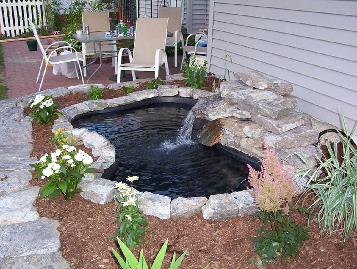 18 best diy backyard pond ideas and designs for 2017 for Small garden fish pond designs