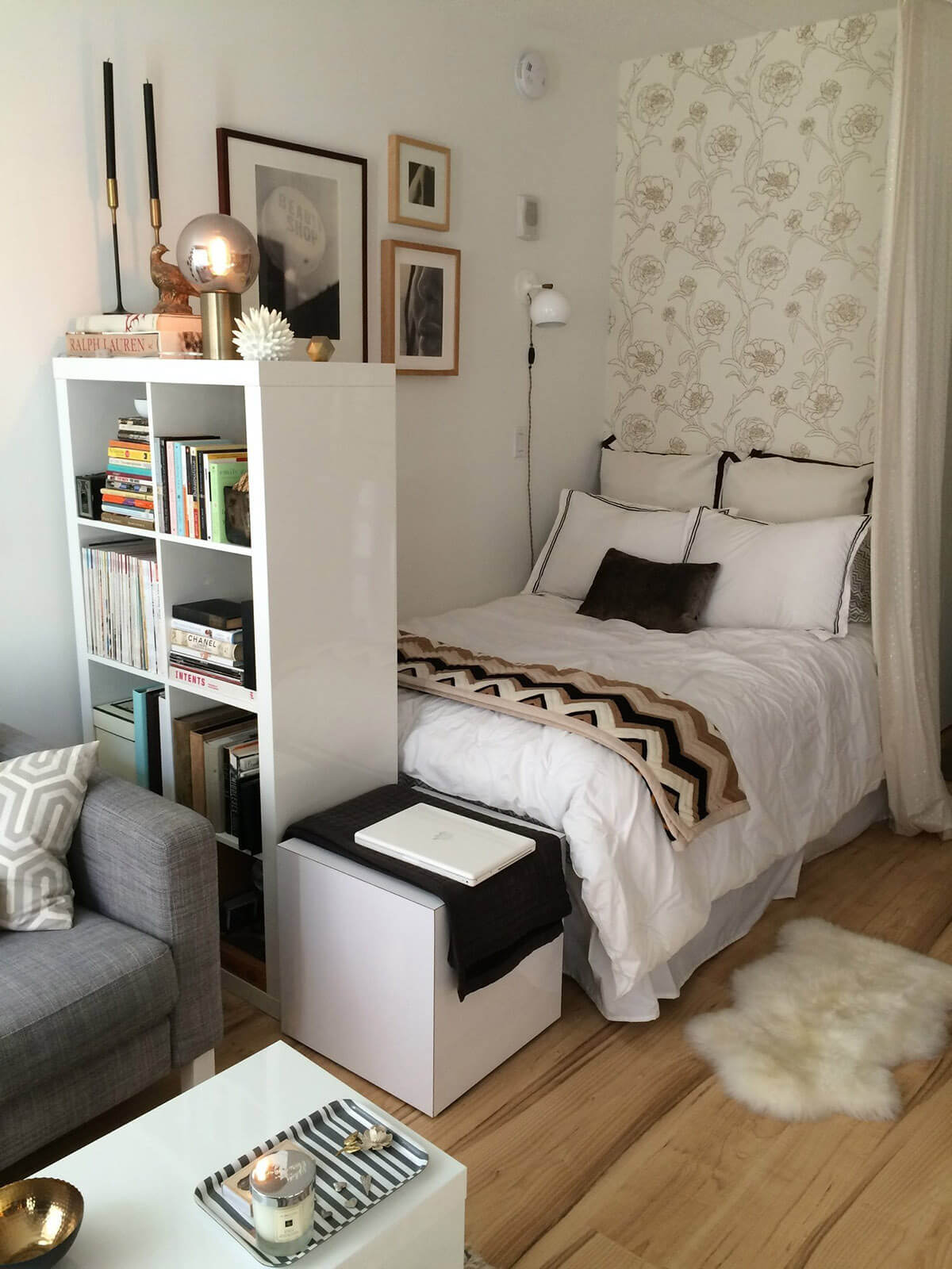 Small Bedroom Ideas with a Tall Bookshelf : interior-for-small-bedroom - designwebi.com