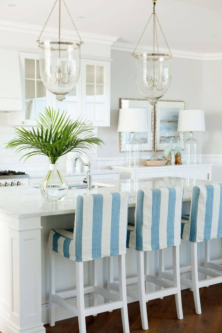 Breakfast Island with Elegant Glass Light Fixtures