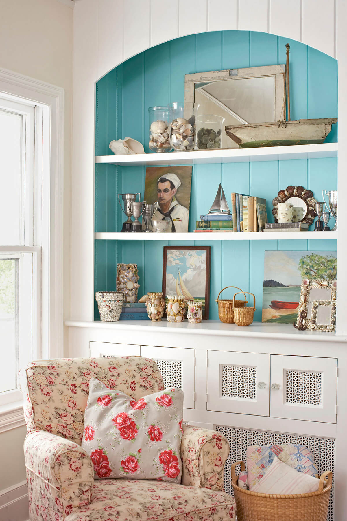 Shelf Storage for Favorites from the Sea
