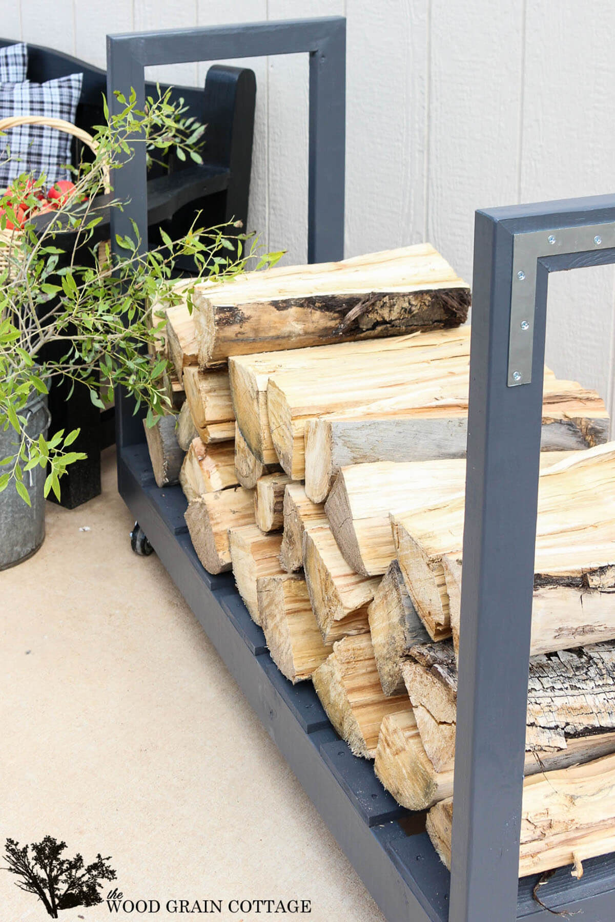 A Movable Firewood Cart for the Outdoors