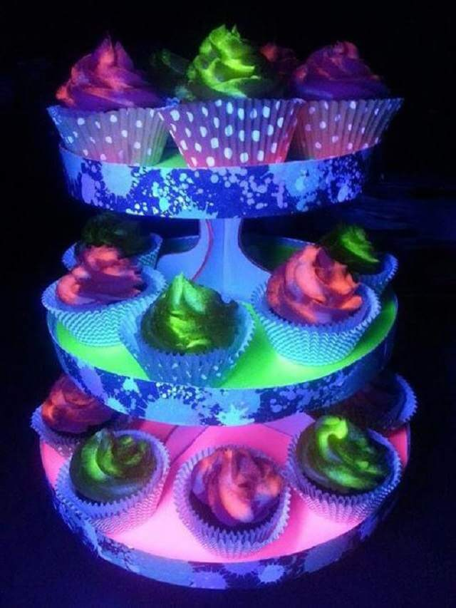 Cool Cupcakes with Glow in the Dark Frosting
