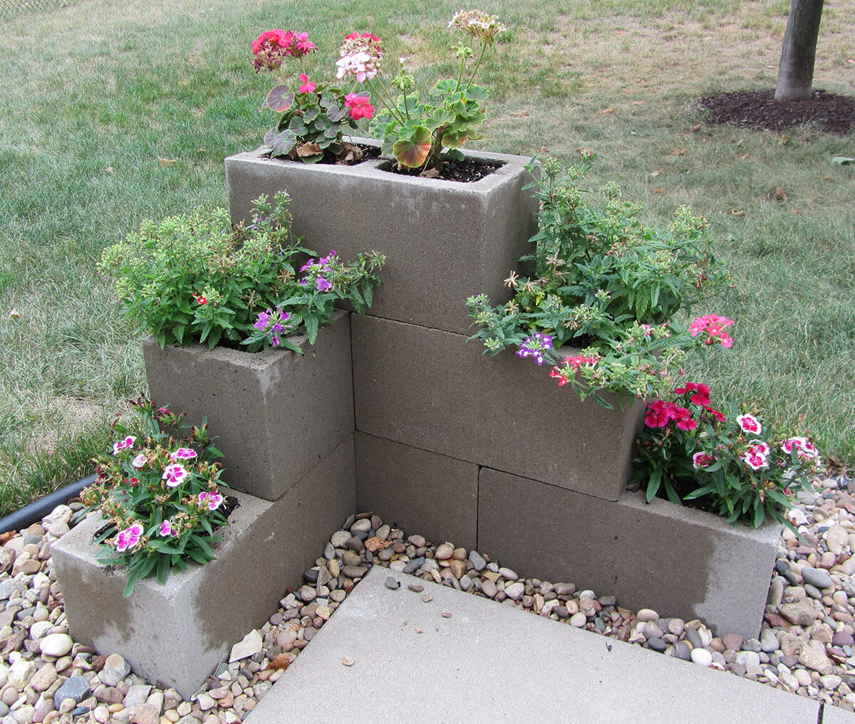 28 Best Ways To Use Cinder Blocks