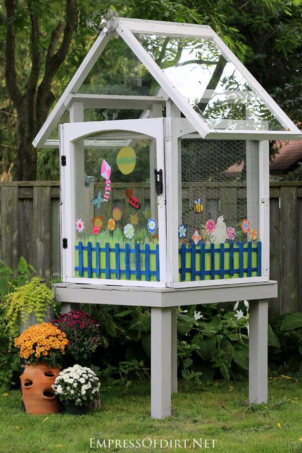 A Colorful and Fun Tree House Idea