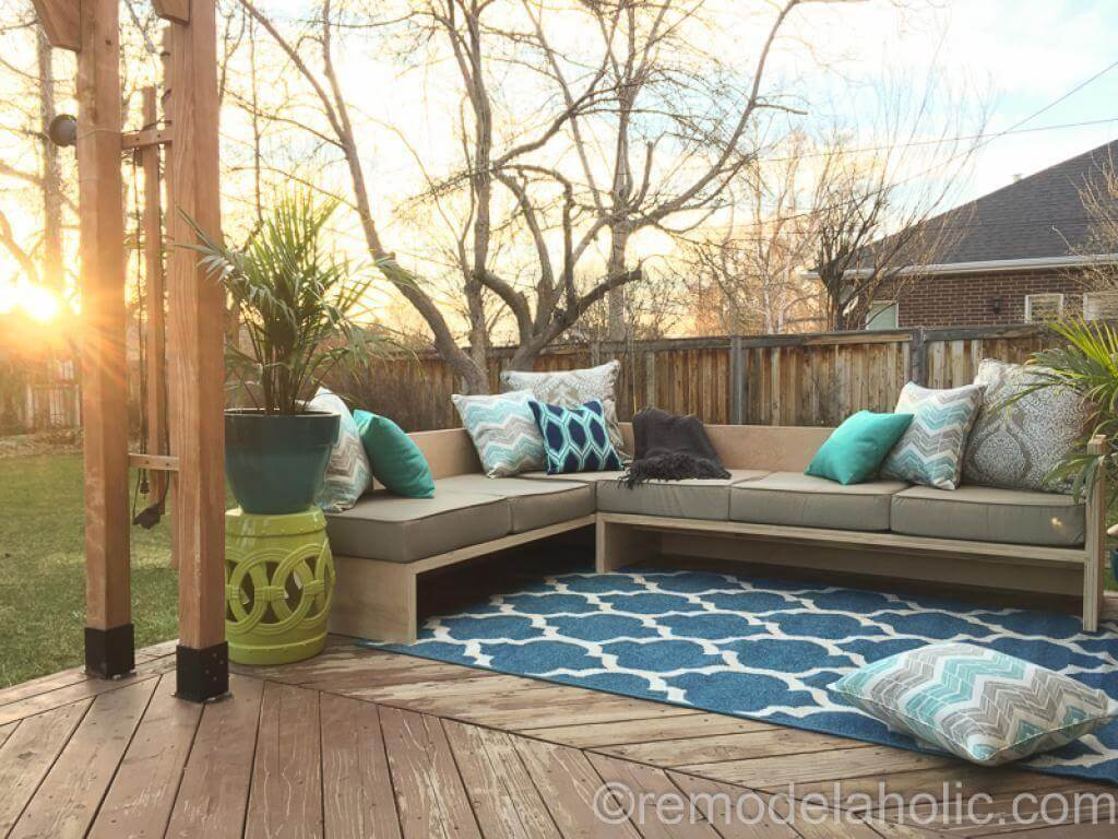 29 Best DIY Outdoor Furniture Projects (Ideas and Designs) for 2018