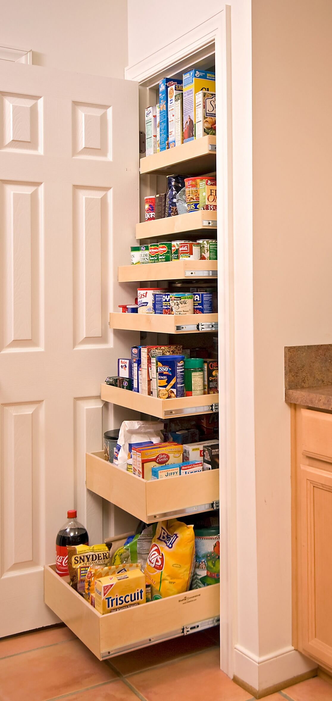 17 Easy To Reach Pantry Drawers That Pull Out