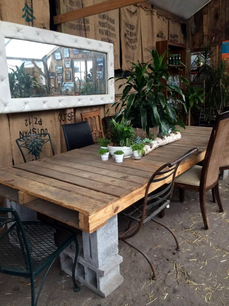 Pallet and Cinder Block Dining Table