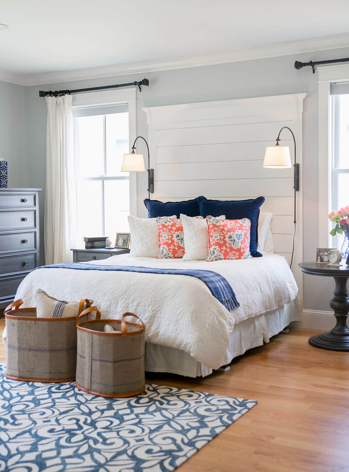 Attrayant 21. A Quaint Bedroom With Bright Accent Pillows