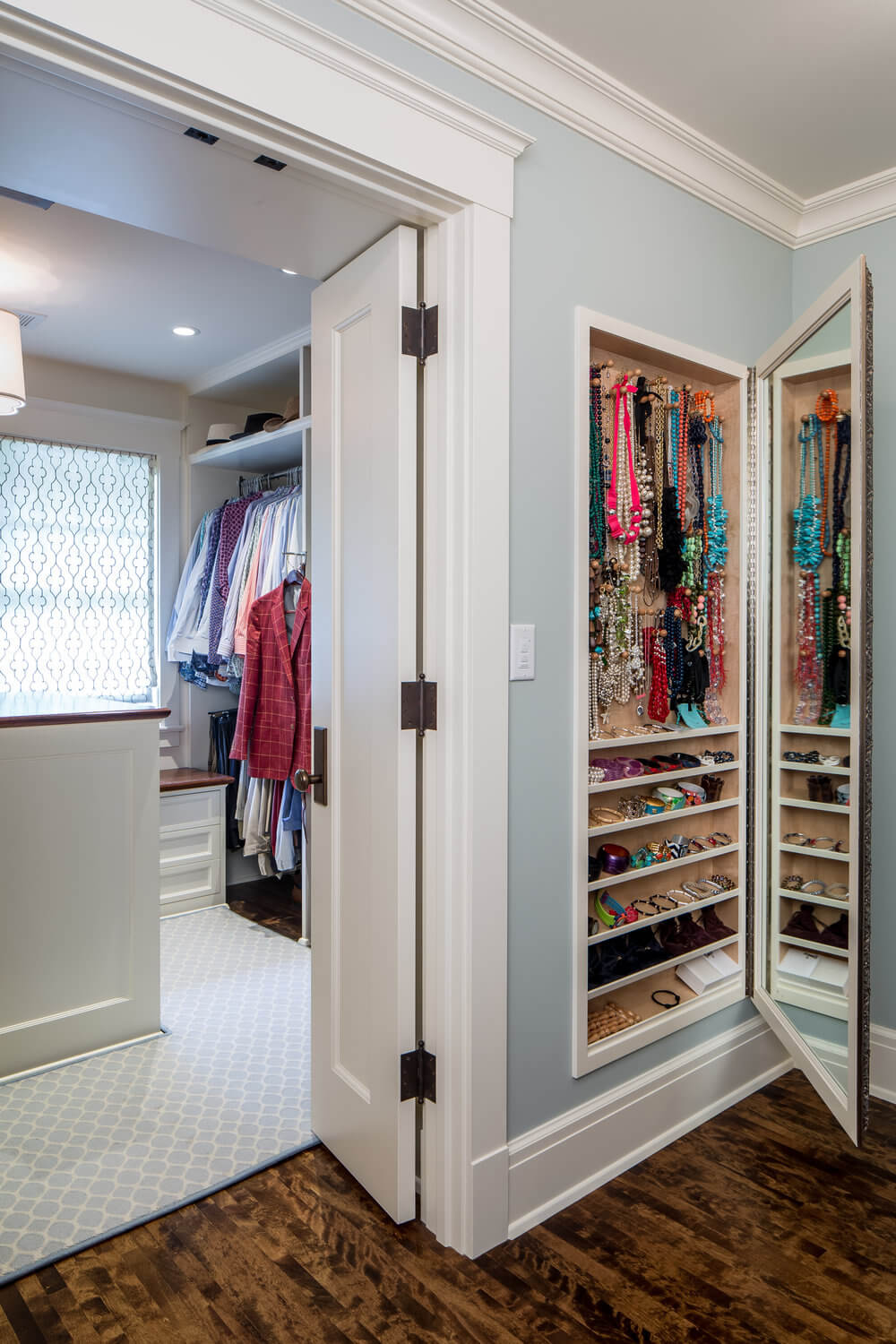 Maximize Your Full-Length Mirror with Built-in Accessory Storage