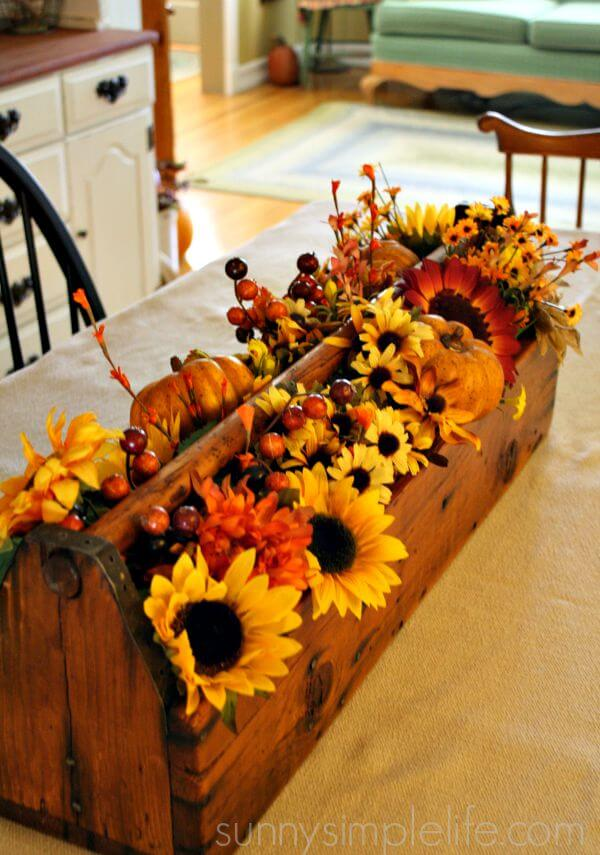 29 best farmhouse fall decorating ideas and designs for 2017 for Thanksgiving home decorations pinterest