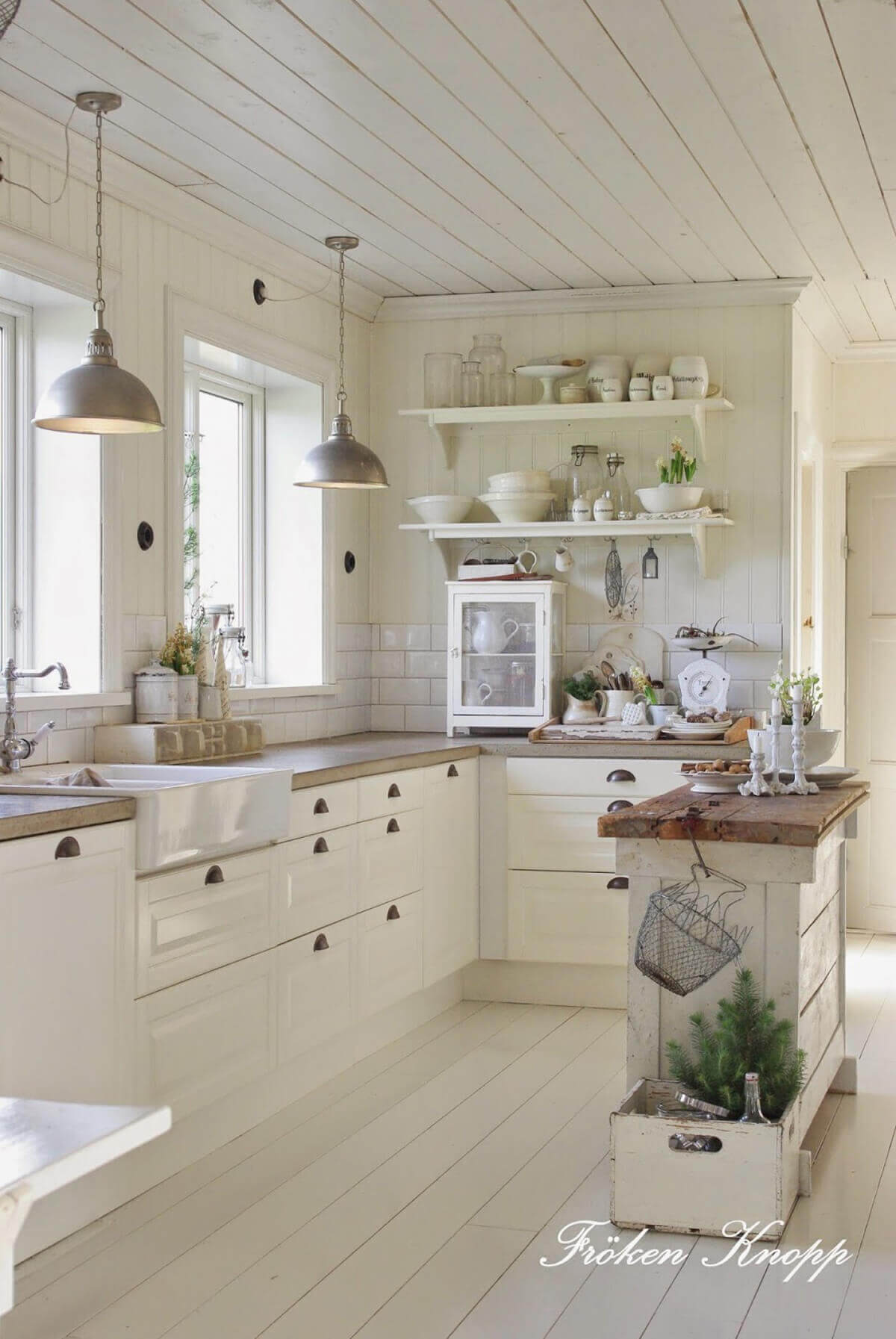 27 best rustic shiplap decor ideas and designs for 2018 for Kitchen cabinet trends 2018 combined with university of florida wall art