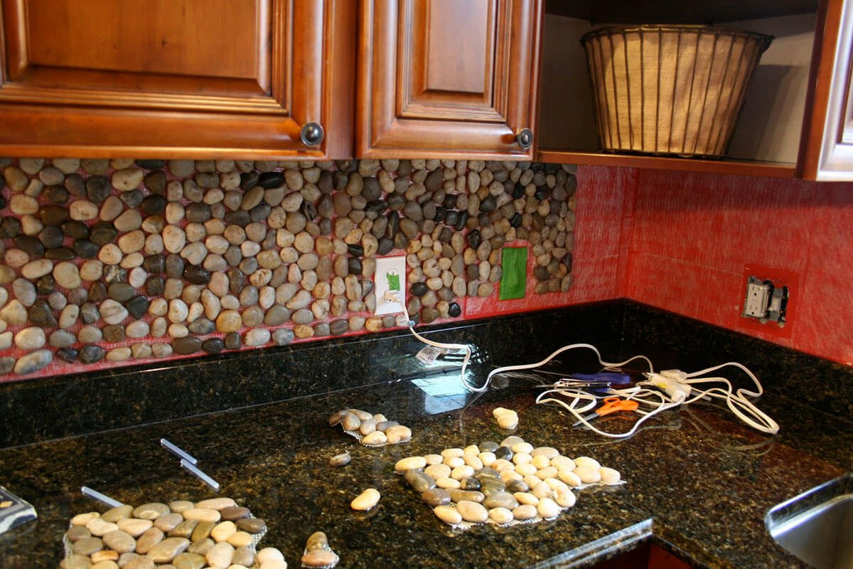 27 best diy pebble and river rock decor ideas and designs for Interior decoration using pebbles