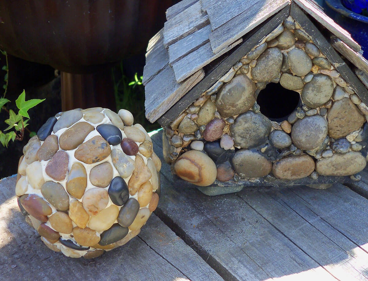 27 best diy pebble and river rock decor ideas and designs for Outdoor decorating with rocks