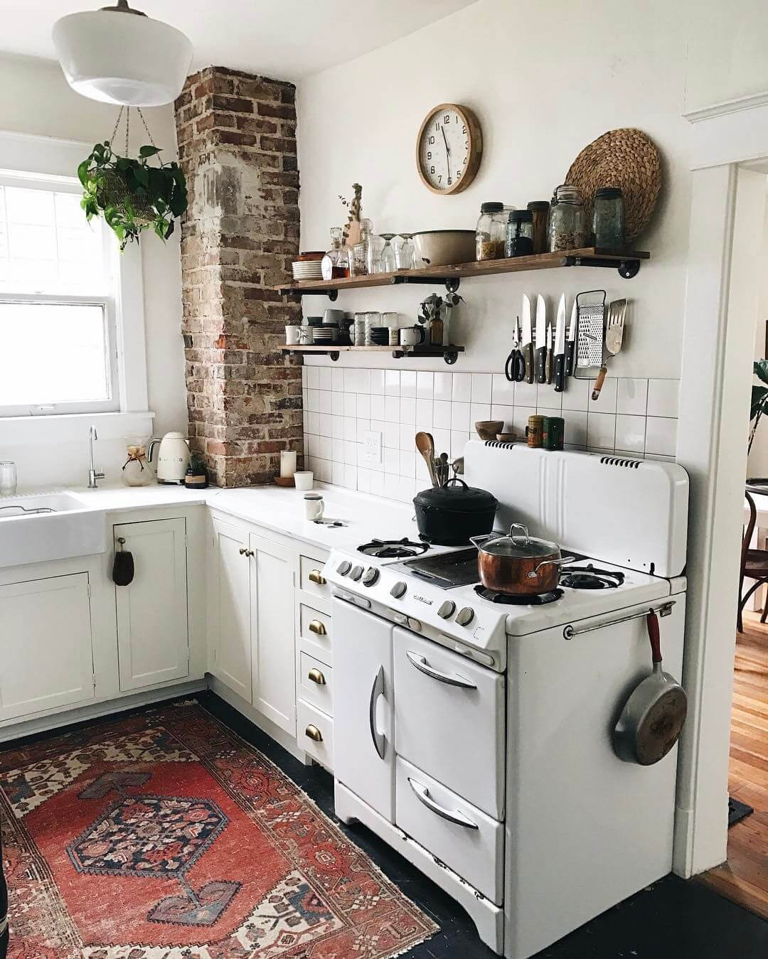 23 best cottage kitchen decorating ideas and designs for 2018 for Old kitchen ideas