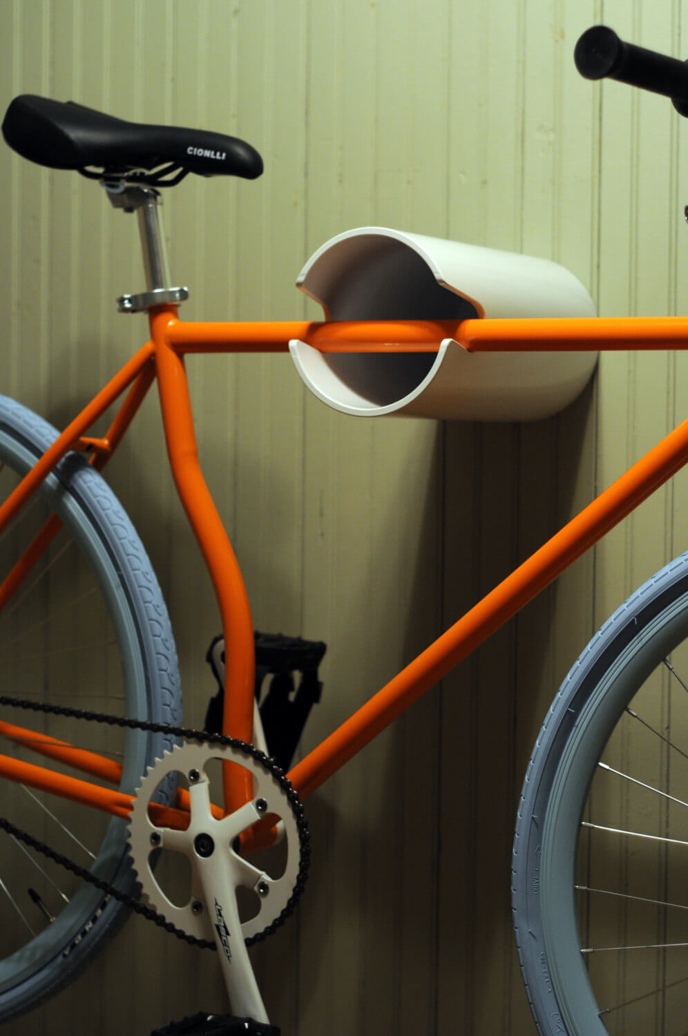 Simple Sideways Wall-Hanging Bicycle Mount