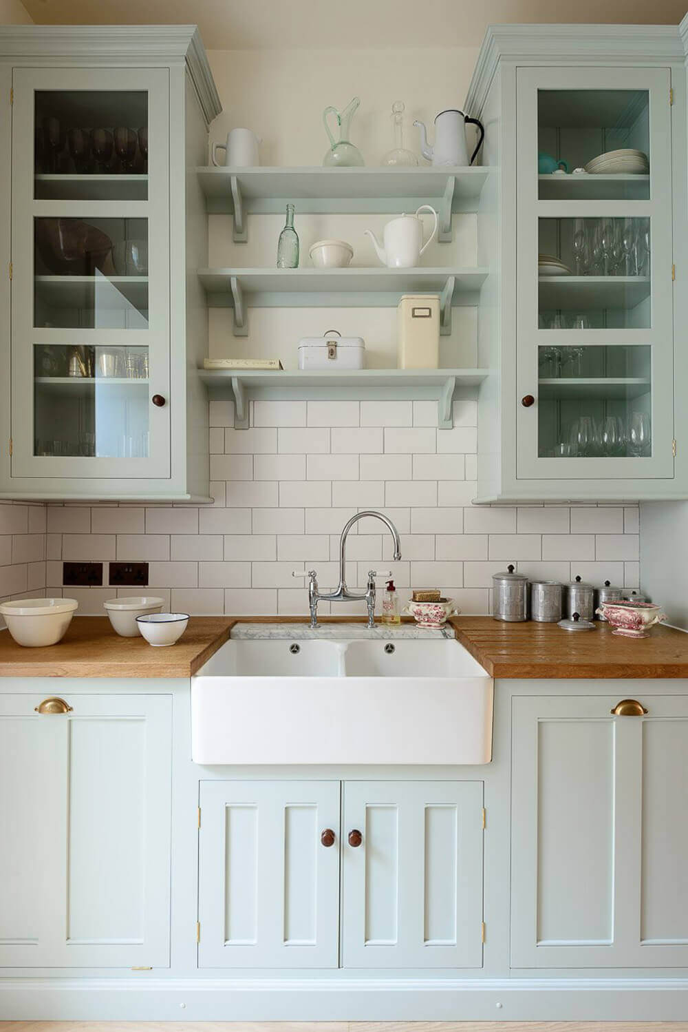 23 best cottage kitchen decorating ideas and designs for 2019 - Farmhouse style kitchen cabinets ...