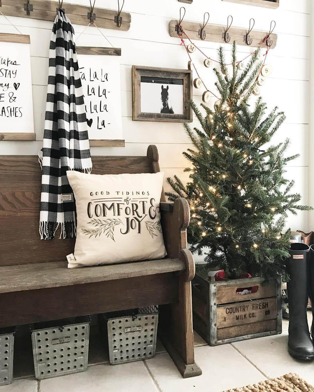 country christmas mud room decor - Farmhouse Christmas Decor